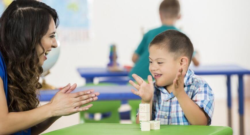 Curso grátis de Atendimento Educacional Especializado em Deficiência Intelectual